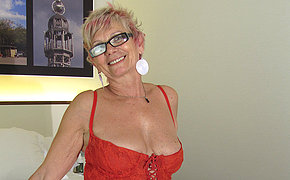 Hot MILF chick pleasing herself