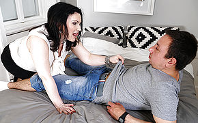 Hairy housewife fucking her ass off