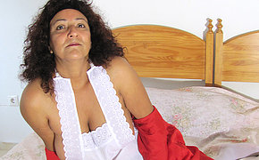 Playful mature Madhia becomes juicy