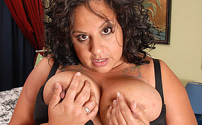 Unbelievable fatty granny playing with her holes