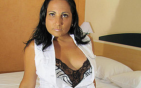 Hot old chick Paloma enjoys playing and pee