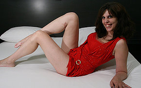 Nasty MILF enjoys her toy and demonstrates her awesome sex skills