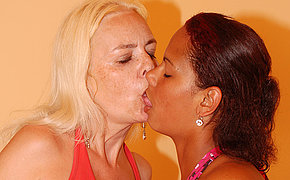 Vicious Casandra gets licked by an old chick Vivien