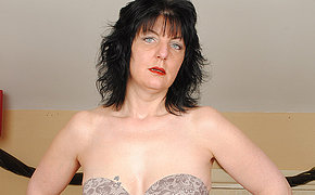Big mommy malinka gets herself mushy and horny - 4 3