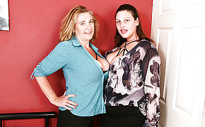 Two mature lesbians with big naturals go all the way