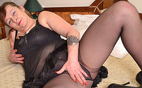 Filthy fatty MILF playing with her dildo