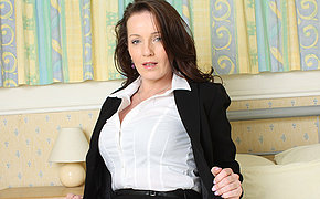 Cute British mommy adores to jerk off