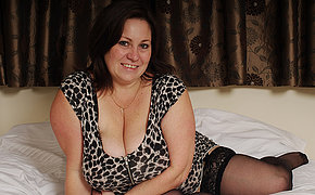 British MILF wants playing with her large boobies