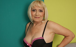 Delicious mature still loves a good cunt sex