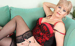 British mature fingering herself on bed