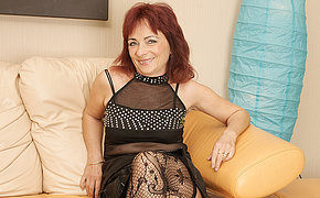 MILF ginger adores to work her unshaved cunt