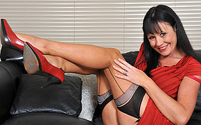 That sexy old bitch enjoys to get horny on the sofa