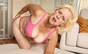 Filthy MILF Janice enjoys to get horny and cute
