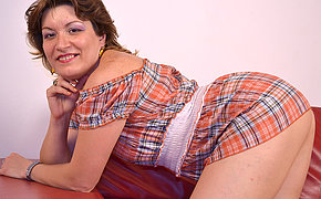 Filthy MILF hoe banging a dildo on her sofa