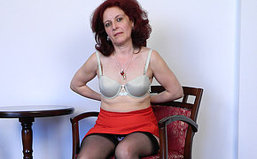 Pretty MILF babe jerking off in a chair