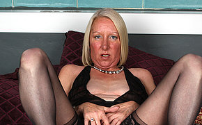 Awesome blonde MILF playing with her soaked cunt