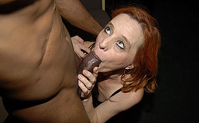 Redhead lady bagging for huge ebony dick