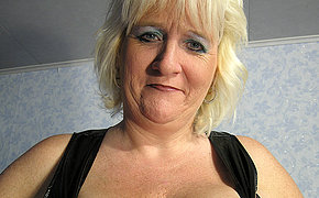Wicked old slut gets horny from her sex toy