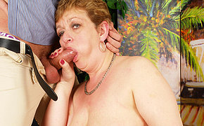 Alurring spouse makes her boyfriend horny