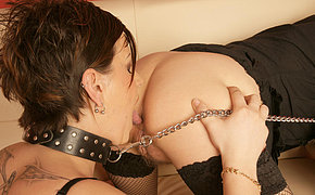 MILF chick gets a threeway creampie in her face