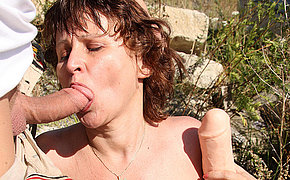 Hairy MILF rogue fucked in the open air