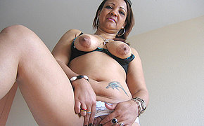 Flawless MILF Patricia enjoys playing with her sex toys