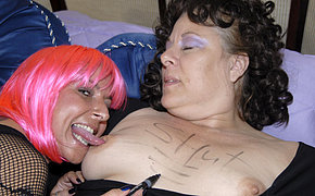 Big granny getting juicy with her old chick girlfriend