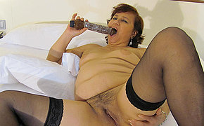 Fat MILF chick enjoys playing on her couch
