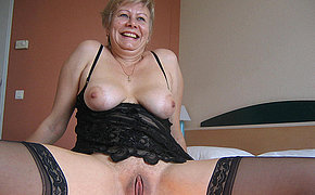 Hot senior lady squirts hard