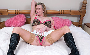 Blonde MILF chick getting very horny on her couch