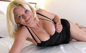 Blonde MILF chick pleasing herself on the couch