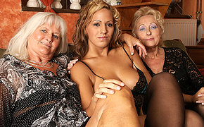 Wicked girl fucking two old girlfriend babes at the same time