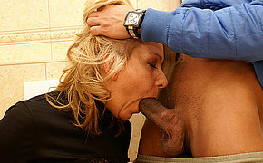 She licks butt fucks and dose blowjob on a public bathroom