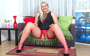 Fatty blonde MILF playing with her holes