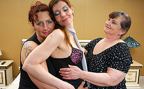 Three lezzie MILFs get wild and slutty
