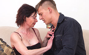 Attractive mom getting nailed by her lover