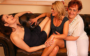 Three lezzies MILFs getting wet on the bed